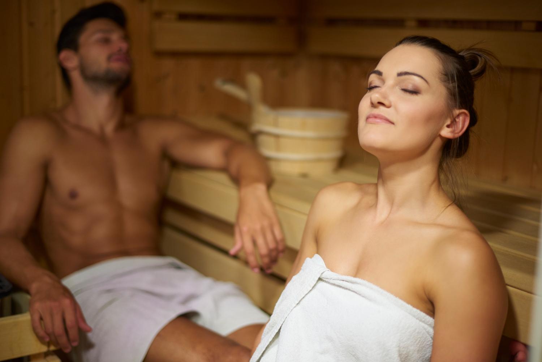 mladenci-u-sauni